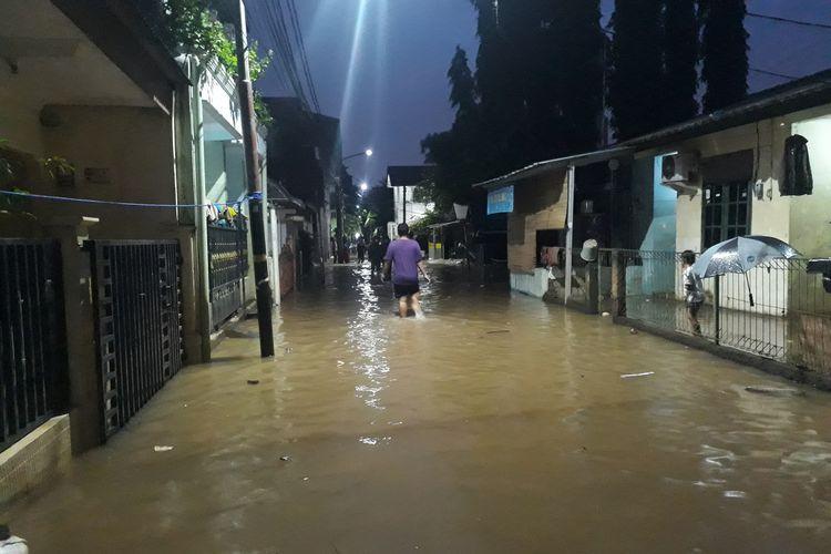 Banjir kembali merendam wilayah Kelurahan Cipinang Melayu, Makasar, Jakarta Timur, Jumat (28/2/2020).