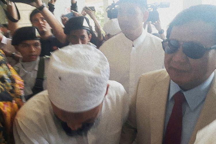 Bakal calon presiden Prabowo Subianto mendatangi pertemuan (ijtima) ulama Gerakan Nasional Pengawal Fatwa (GNPF) di Hotel Grand Cempaka, Cempaka Putih, Jakarta, Minggu (16/9/2018).