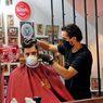 Lockdown Virus Corona Dicabut, Warga Yunani Potong Rambut dan Beli Bunga