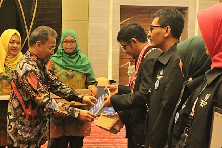 Olimpiade Guru Nasional 2017 yang diikuti ratusan guru SD dan SMP dari berbagai daerah berlangsung di Jakarta akhir September 2017.