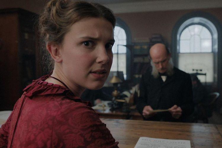 Millie Bobby Brown berperan sebagai Enola Holmes, dalam film yang diadaptasi dari novel karya Nancy Springer.