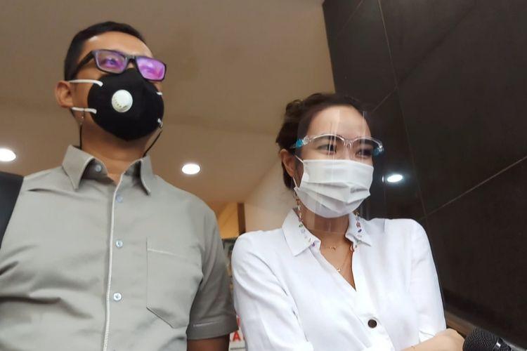 Tersangka Gisella Anastasia alias Gisel penuhi wajib lapor atas kasus dugaan pornografi berakit video syur di Polda Metro Jaya, Senin (18/1/2021).