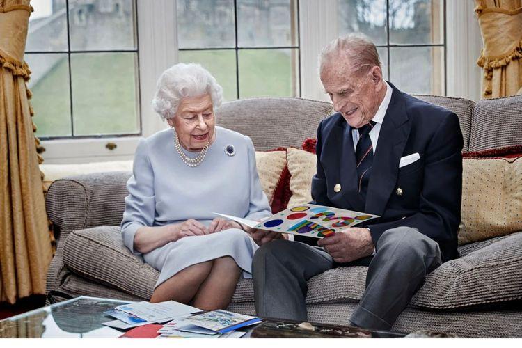 Ratu Elizabeth II dan Pangeran Philip merayakan ulang tahun pernikahan ke-73.