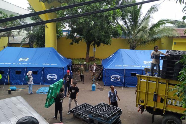 PT Wijaya Karya (Persero) Tbk atau WIKA mendirikan bantuan logistik berupa posko untuk para korban banjir mulai Rabu, (1/1/2020).
