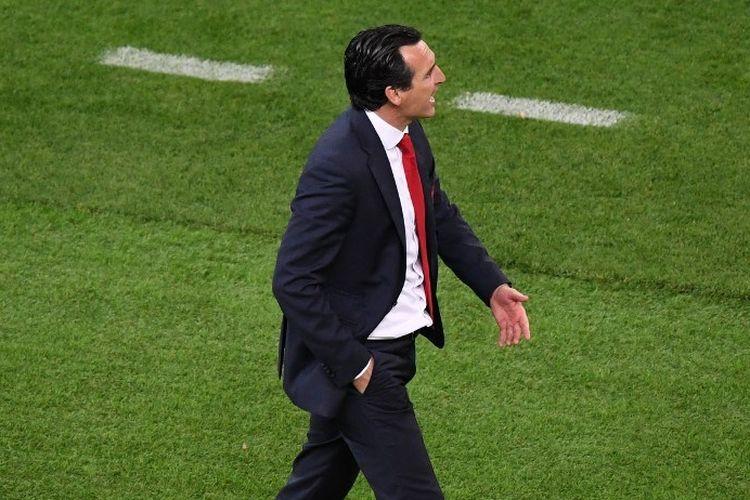 Unai Emery memberi instruksi kepada anak-anak asuhannya pada laga Chelsea vs Arsenal dalam final Liga Europa di Stadion Olimpiade Baku, Azerbaijan, 29 Mei 2019.