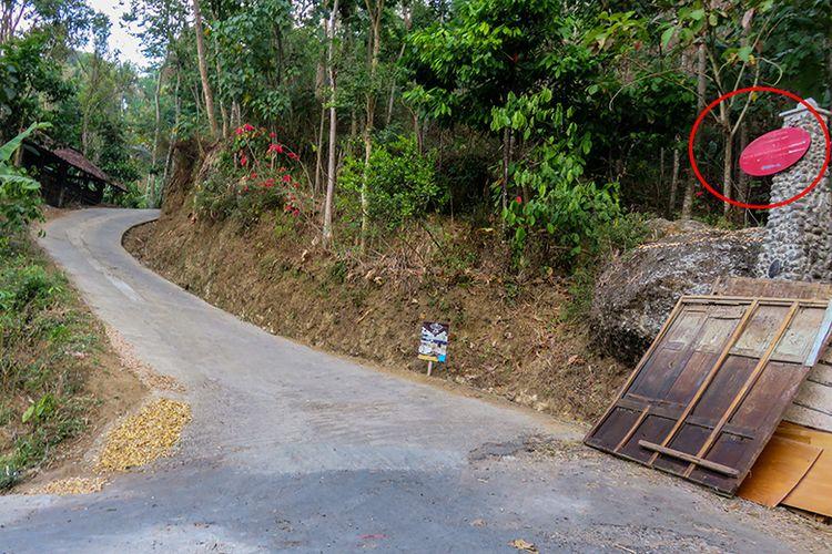 Pertigaan terakhir menjelang Bukit Gondopurowangi, Magelang.