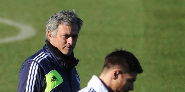 Jose Mourinho (kiri) semasa masih melatih Real Madrid.