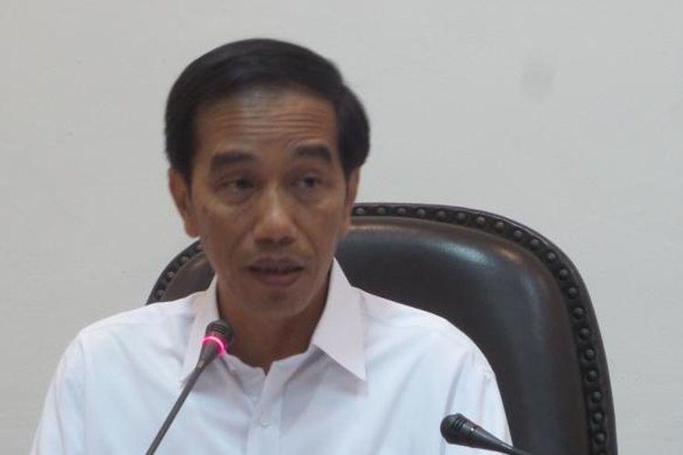 Presiden Joko Widodo saat memimpin rapat terbatas tentang peningkatan pelayanan publik di Kantor Presiden Kamis (28/4/2016).