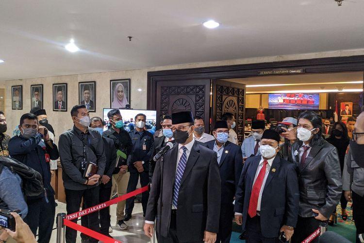 Gubernur DKI Jakarta Anies Baswedan usai pidato tanggapan pandangan fraksi di Gedung DPRD DKI Jakarta,Jumat (6/10/2020)