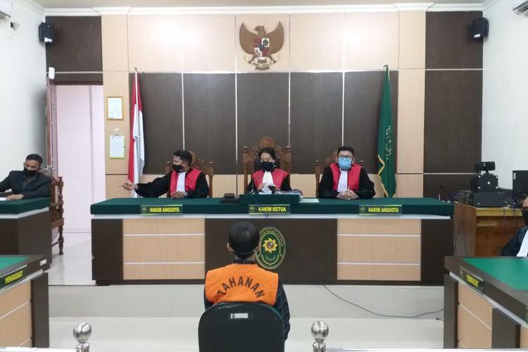 Proses persidangan eks Pemred Banjarhits.com, Diananta Putra Sumedi di Pengadilan Negeri Kotabaru, Kalimantan Selatan, Senin (20/7/2020).