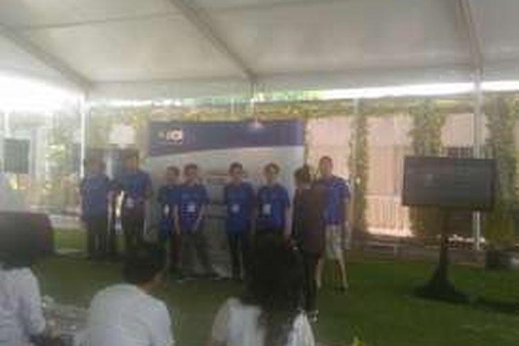 Dalam Finhack terdapat 59 Tim Peserta yang berkumpul dan merealisasikan ide aplikasi berbasis e-wallet. Pemenang Finhack ini diraih oleh Fariz Tadjoedin yang membuat aplikasi chat banking.