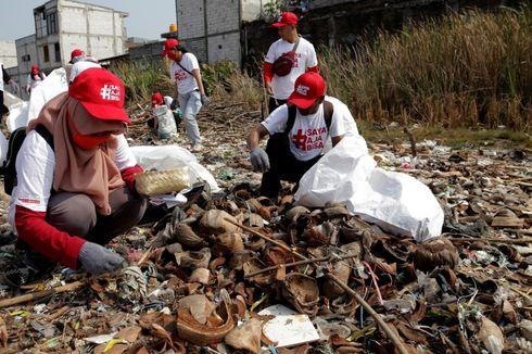 Perusahaan Ini Ajak Ratusan Karyawannya Bersihkan Pantai dari Sampah