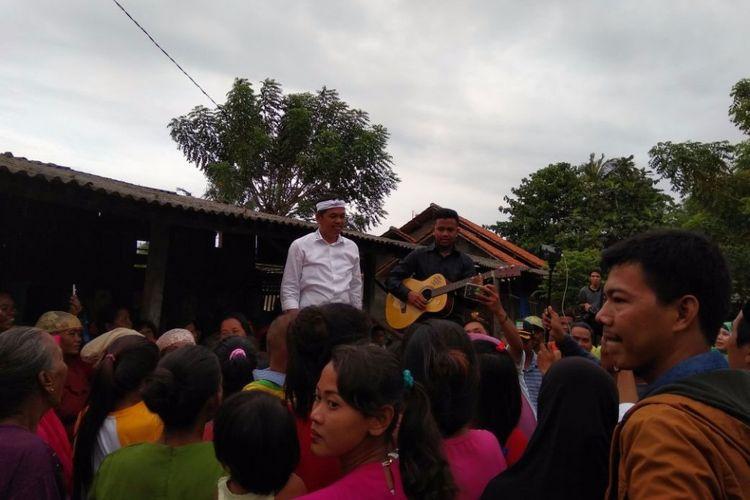 Calon wakil gubernur Jawa Barat Dedi Mulyadi saat melakukan blusukan ke Kabupaten Bekasi, Selasa (27/2/2018).