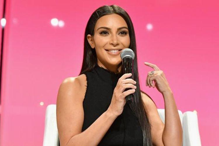Kim Kardashian berbicara di acara The Girls Lounge yang digelar di Pier 60, New York, pada 27 September 2016.