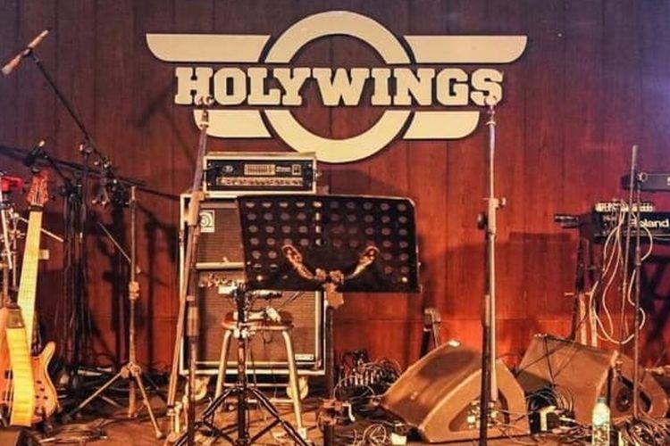 Ilustrasi kafe Holywings