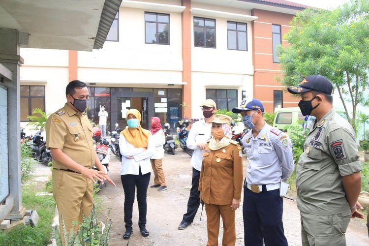 Wakil Wali Kota Bekasi, Tri Adhianto Tjahyono di Kelurahan Bekasi Timur mempersiapkan perpanjangan PSBB, Selasa (28/4/2020).