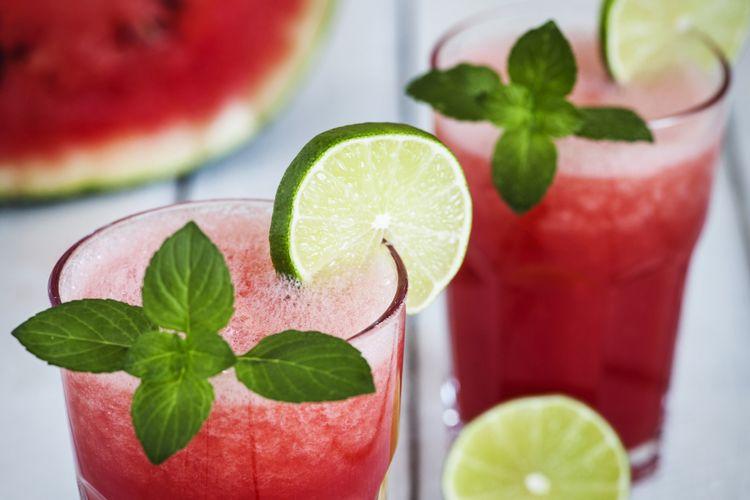 ilustrasi minuman semangka dengan mint