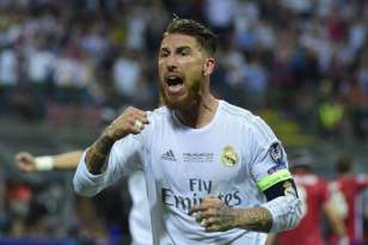 Kapten Real Madrid, Sergio Ramos, melakukan selebrasi usai membobol gawang Atletico Madrid, pada laga final Liga Champions di Stadion San Siro, Milan, pada Sabtu (28/5/2016) waktu setempat.