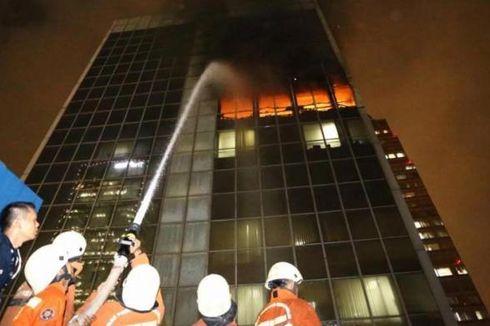 Angin Kencang Sempat Persulit Damkar Kuasai Api Wisma Kosgoro