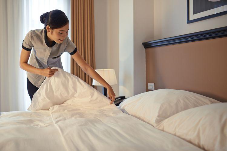 Ilustrasi housekeeping atau pekerja di hotel.