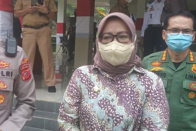 Bupati Bogor Ade Yasin bersama Kapolres Bogor AKBP Harun usai rapat evaluasi penanganan lalu lintas Jalur Puncak di Pendopo Bupati, Cibinong, Kabupaten Bogor, Jawa Barat, Senin (30/8/2021).
