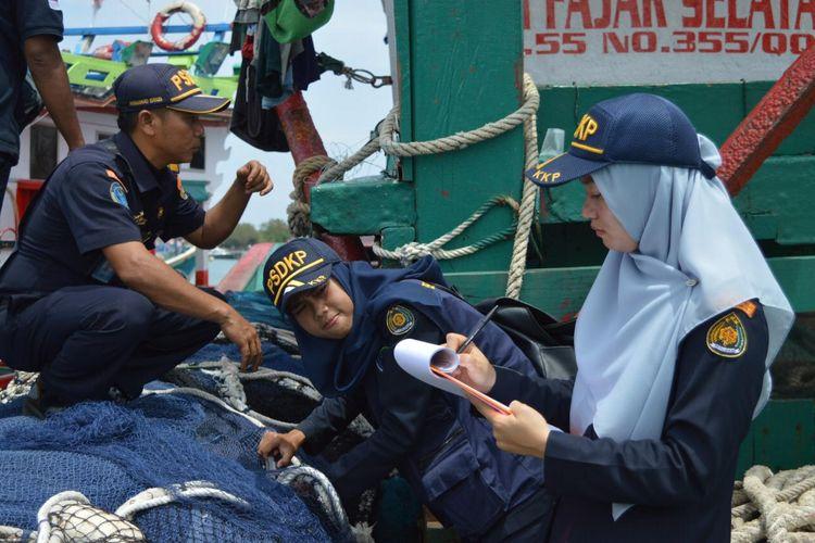 Tri Iswardhani, yang bertugas di Pangkalan PSDKP Kementerian Kelautan dan Perikanan (KKP) Tanjung Benoa merupakan sosok perempuan yang mengungkap perdagangan insang pari manta ilegal.