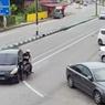 Motor Tabrak Mobil, Akibat Asal Belok Tanpa Nyalakan Lampu Sein