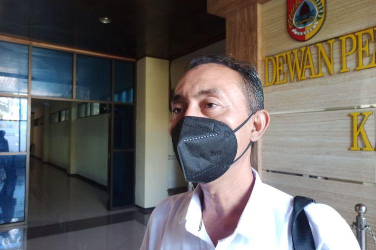 Plt Kepala Dinas Tanaman Pangan Holtikultura dan Perkebunan Imam Sudarmaji saat diwawancari di DPRD Jember Rabu (31/3/2021)