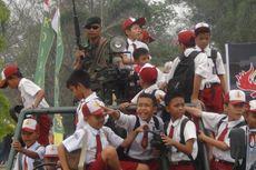 Pameran Senjata di Ogan Ilir, Siswa SD Berebut Naik Ranpur