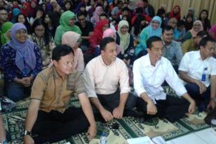 Gubernur DKI Jakarta Joko Widodo (dua kanan) bersama dengan Rektor Universitas Paramadina Anies Baswedan (tengah), dan Wali Kota Bogor terpilih Bima Arya (kiri) menghadiri acara