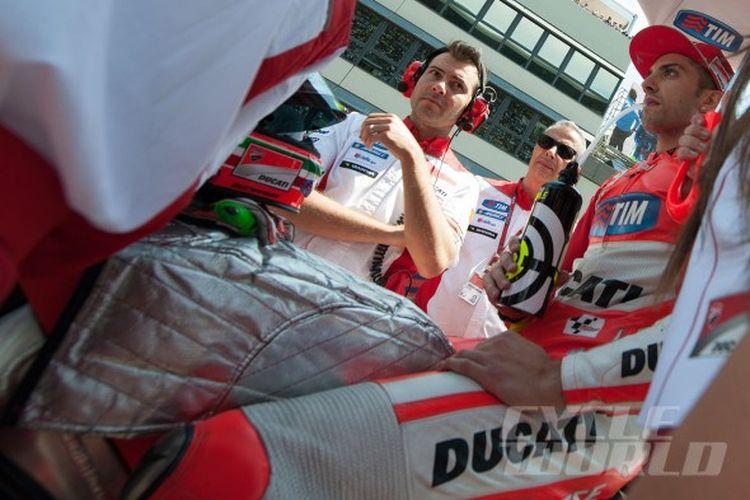 Cover tangki bensin pada motor balap MotoGP