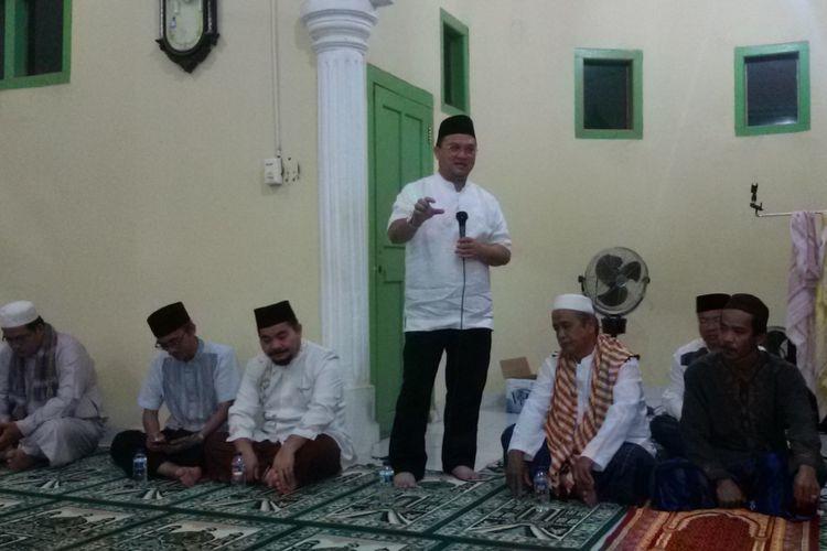 Gubernur Kepulauan Bangka Belitung Erzaldi Rosman saat kunjungan di Mushalla Nurul Iman, Cengkong Abang, Bangka, Jumat (7/12/2018).