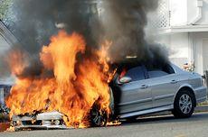 Ini yang Harus Dilakukan Saat Mengalami Mobil Terbakar