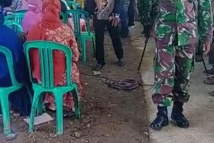 Video pembubaran paksa hajatan pernikahan warga Dusun Tlogomulyo, Desa Boloh, Kecamatan Toroh, Kabupaten Grobogan, Jawa Tengah oleh sejumlah anggota TNI viral di media sosial baru-baru ini.