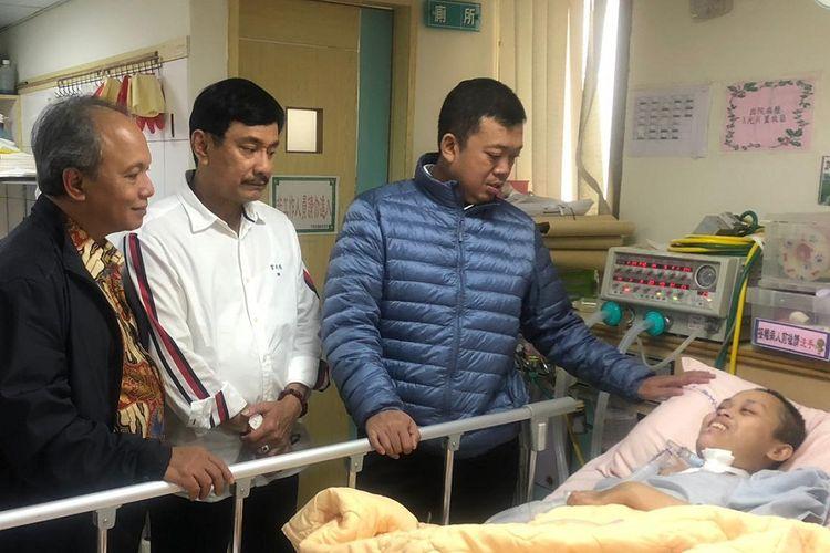 Kepala Badan Nasional Penempatan dan Perlindungan TKI (BNP2TKI) Nusron Wahid saat menjenguk Shinta Danuar di Taipei.