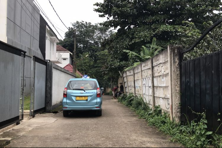 Gang Buntu di Jalan Parakan, Cinangka, Sawangan, Kota Depok, Jawa Barat yang viral di Tiktok setelah menjadi latar pembuatan video oleh akun @terdalam_ dengan konsep misteri jalan buntu.