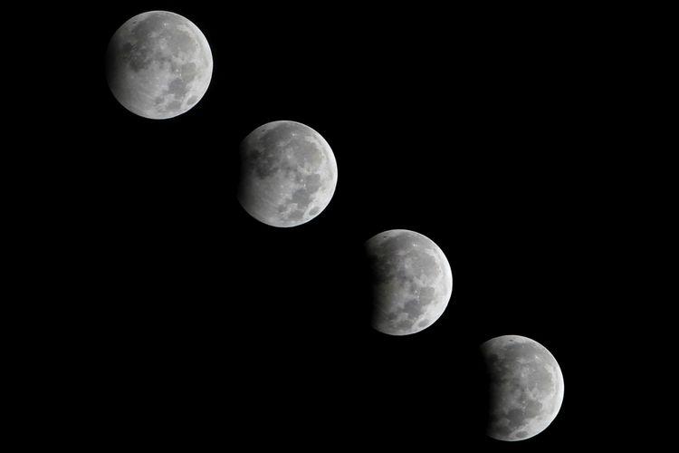 Foto kolase gerhana bulan sebagian di Indramayu, Jawa Barat, Selasa (8/8/2017) dinihari. Fenomena Gerhana Bulan Sebagian (GBS) yang terjadi selama 5 jam 52 detik tersebut, 20 persen permukaan bulan berada dalam bayang-bayang bumi dan terjadi pada pukul 00.22 WIB hingga puncaknya pada pukul 01.20 WIB.
