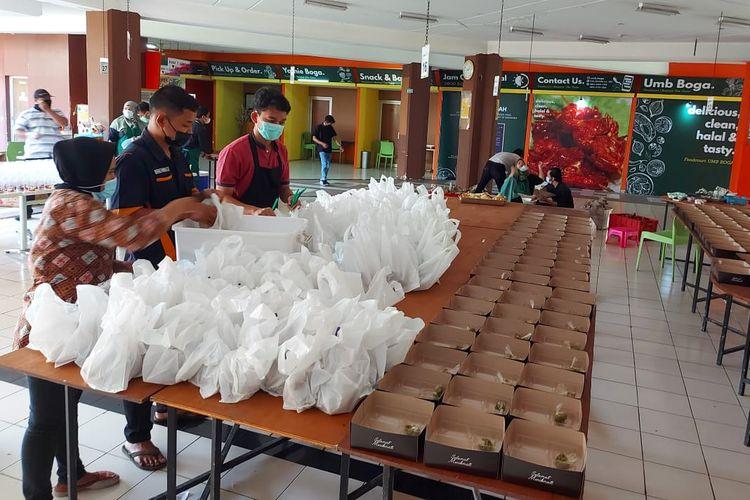 UM Boga Universitas Muhammadiyah Yogyakarta (UMY) membagikan ribuan porsi makanan berbuka dan sahur bagi para mahasiswanya.