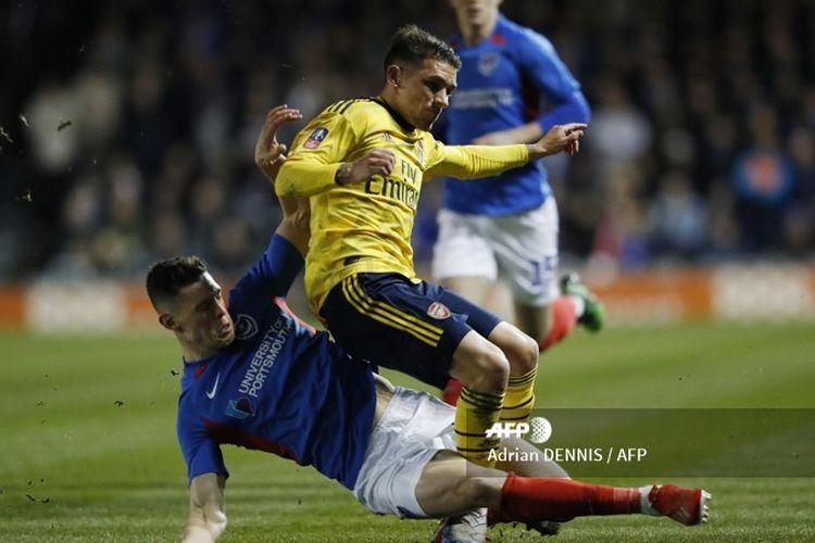 Lucas Torreira dalam laga Portsmouth vs Arsenal pada putaran kelima Piala FA 2019-2020.