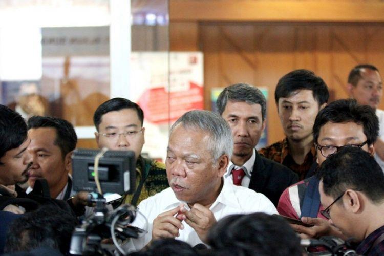 Menteri PUPR Basuki Hadimuljono seusai peluncuran Katalog Produk Baja Ringan Konstruksi 2018 di Auditorium Kementerian PUPR Jakarta, Selasa (16/10/2018).