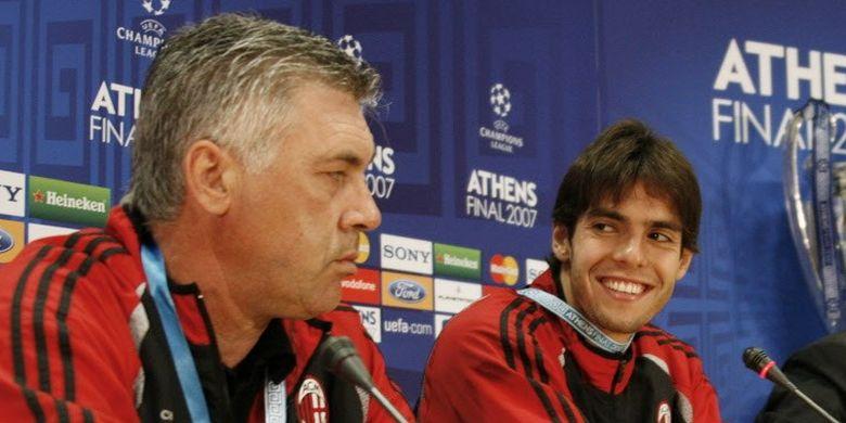 Ricardo Kaka (kanan) dan Carlo Ancelotti menghadiri jumpa pers di Stadion Olimpiade Athena pada malam final Liga Champions 2006-2007 antara AC Milan vs Liverpool.