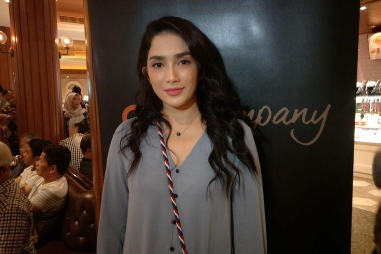 Ussy Sulistiawaty dalam jumpa pers peluncuran trailer film Lukisan Ratu Kidul di XXI Metropole, Menteng, Jakarta Pusat, Rabu (20/2/2019),