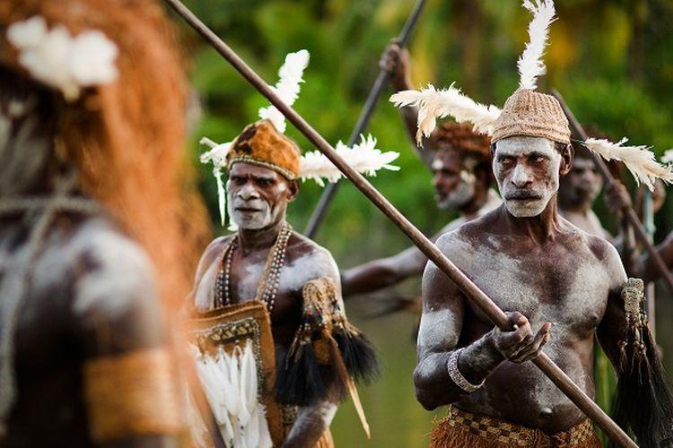 Suku Asmat di Papua DOK. Shutterstock/Sergey Uryadnikov