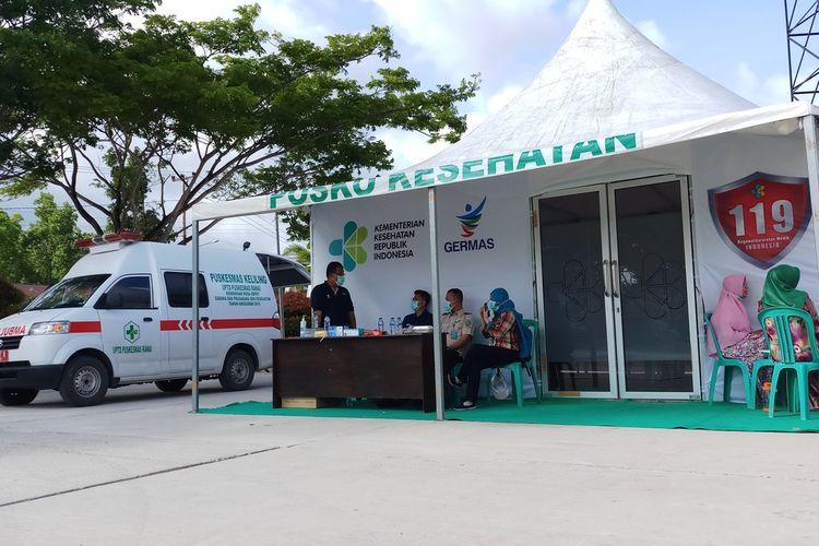 Posko Kesehatan yang dibangun di pusat Kota Ranai atau tepatnya di Pantai Piwang, Kabupaten Natuna, Kepulauan Riau (Kepri) sampai saat ini sepi pengunjung. Dari hasil data yang didapat Kompas.com sampai saat ini, Minggu (9/2/2020) baru 40 warga Ranai, Natuna yang mengunjungi posko kesehatan yang berada di pusat kota ini.