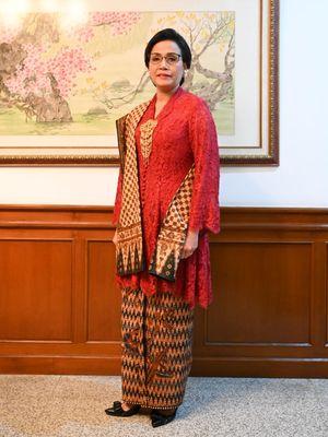 Sri Mulyani mengenakan busana rancangan desainer Didiet Maulana pada HUT ke-74 RI.