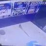 Rekaman CCTV Perlihatkan Mesin ATM di India