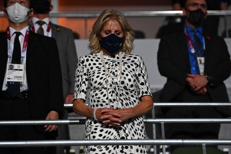 Ibu negara AS Jill Biden saat menghadiri pembukaan Olimpiade Tokyo 2020 di Tokyo pada 23 Juli 2021