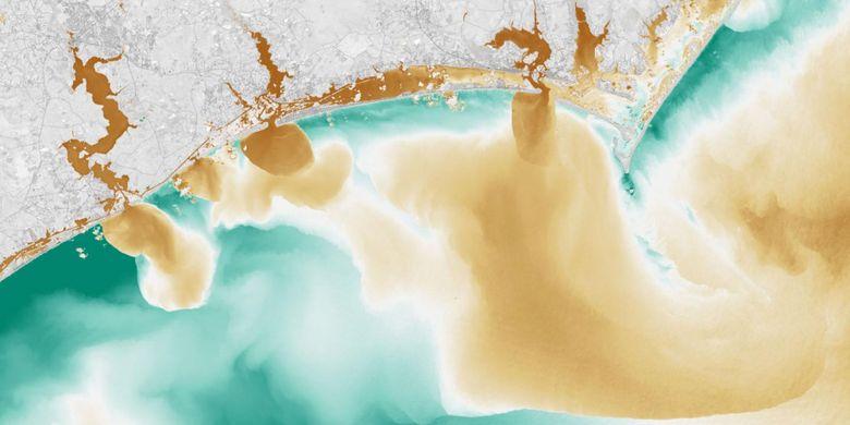 Citra satelit warna palsu menunjukkan bagaimana banjir telah memengaruhi kualitas air di Sungai White Oak, New River, dan Adams Creek, yang semuanya mengalir ke Samudra Atlantik.