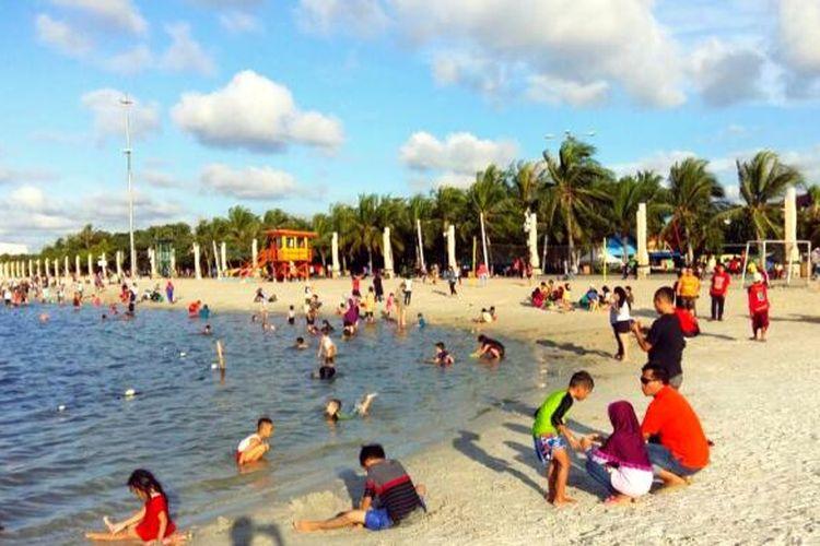 Pantai Lagoon berpasir putih jadi destinasi wisata baru yang pas untuk liburan bersama keluarga.