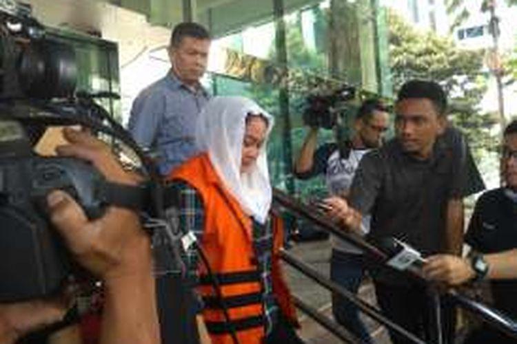 Bupati non-aktif Sri Hartini di gedung KPK, Jakarta, Rabu (18/1/2017)